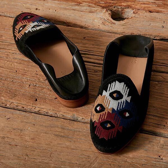 dfe0cc7e143 Soludos Embroidered Venetian Leather Loafer